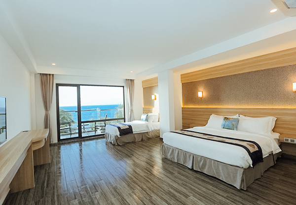 Deluxe Family Room with Sea View and Balcony
